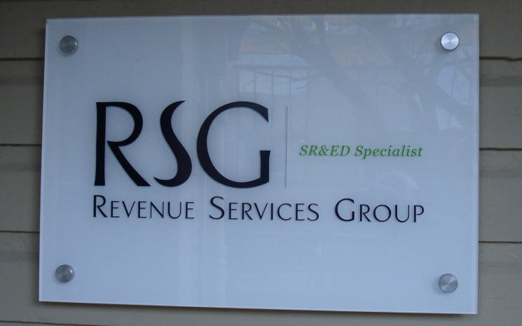Reverse printed graphics business sign